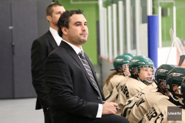 L'entraîneur-chef Jason Béliveau a mené les Titans M-17... (Janick Marois, Archives La Voix de l'Est)