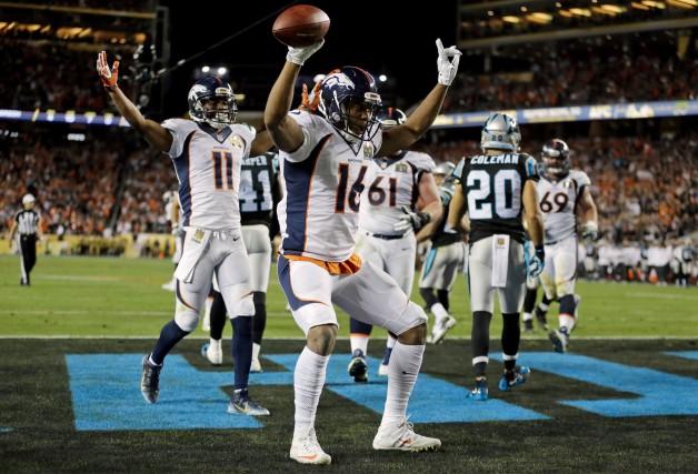 Bennie Fowler des Broncos célèbre après avoir réussi... (AP, Ben Margot)