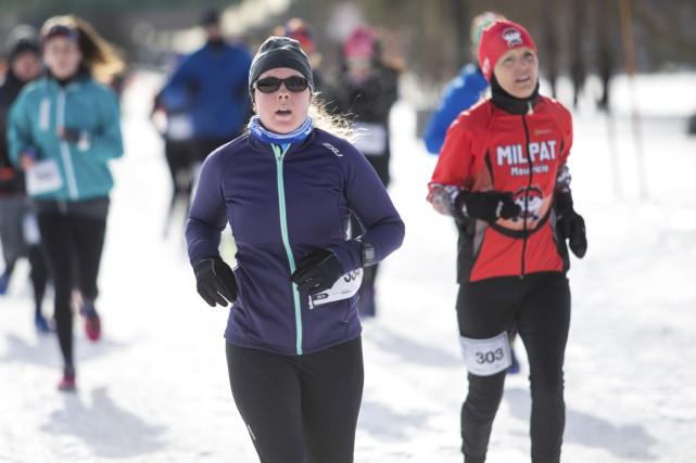 Plus de 200 coureurs ont affronté le froid... (Olivier Croteau)