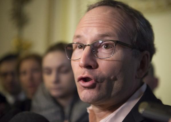 Martin Coiteux est ministre des Affaires municipales et... (La Presse Canadienne, Jacques Boissinot)