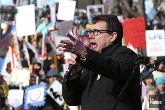 Pierre Karl Péladeau s'est adressé à la foule... (PHOTO ROBERT SKINNER, LA PRESSE)