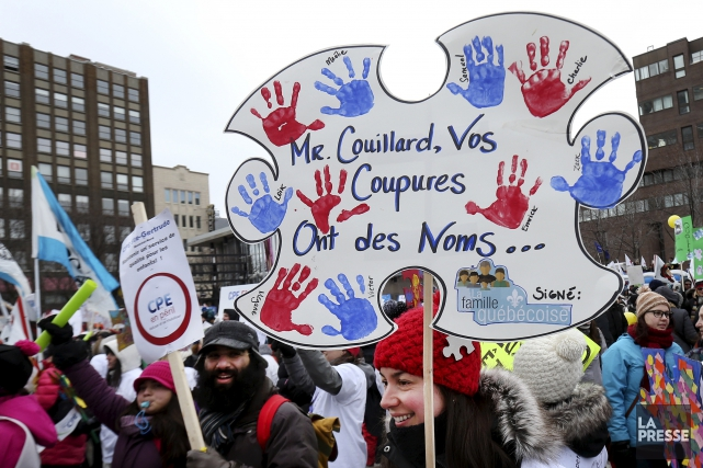 Des manifestations pour dénoncer les compressions dans les... (La Presse, Robert Skinner)