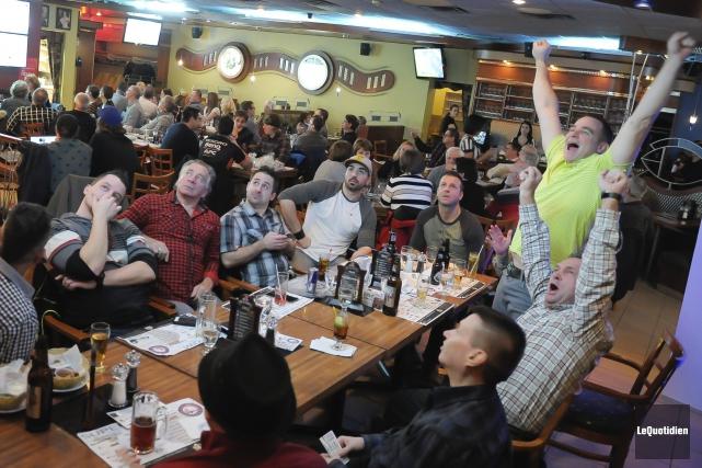 À la Brasserie Mario-Tremblay, 6000$ ont été amassés... (Photo Le Quotidien, Gimmy Desbiens)