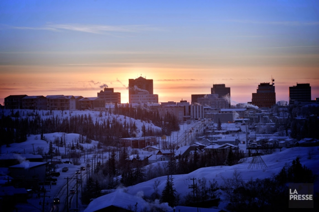 Vue sur le centre-ville de Yellowknife.... (PHOTO BERNARD BRAULT, LA PRESSE)