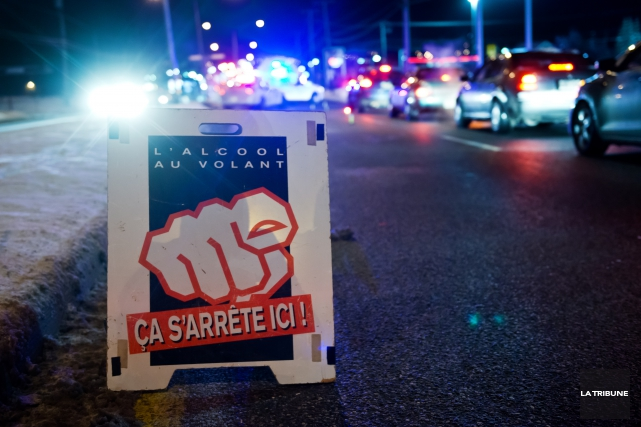 Aucun conducteur intercepté lors du barrage policier érigé après le Super Bowl... (Archives La Tribune, Jessica Garneau)