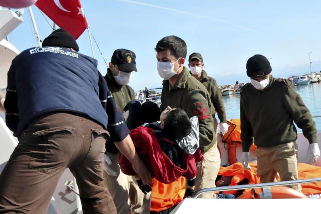 Les autorités turques ont récupéré certains corps, dont... (Agence France-Presse)