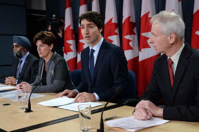 Justin Trudeau était accompagné du ministre de la... (Photo PC)