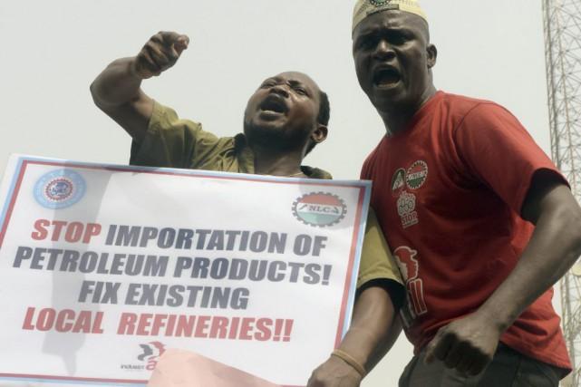 Le Nigeriaest parfois privé d'électricitépendant des journées entières.... (PHOTO PIUS UTOMI EKPEI, AFP)