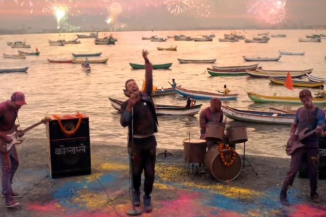 Une petite controverse est née en Inde relativement à la dernière vidéo du... (IMAGE TIRÉE D'UNE VIDÉO)