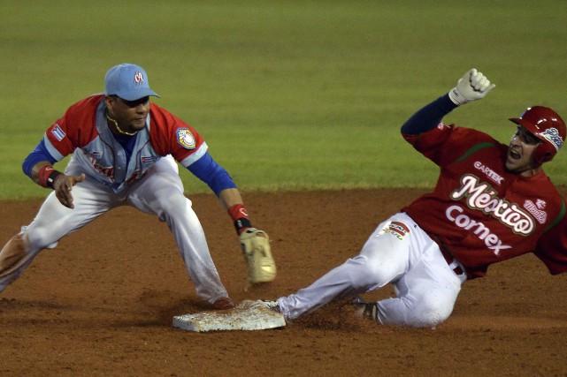 L'avant-champ vedette de la sélection nationale cubaine Yuliesky... (Agence France-Presse, Yamil Lage)