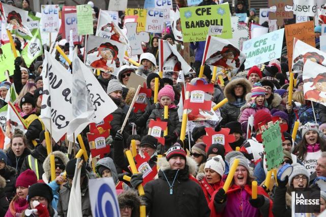 Dimanche, des milliers de personnes ont manifesté dans... (PHOTO ROBERT SKINNER, LA PRESSE)