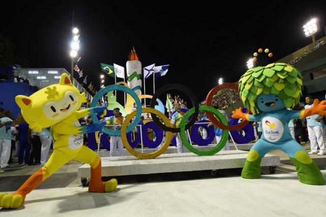 Les mascottes des Jeux olympiquesd'été de 2016lors d'un... (PHOTO AFP)