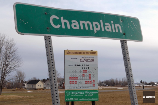 La construction d'un nouveau pont sera amorcée à Champlain, en 2016, tel que... (Archives, Le Nouvelliste)