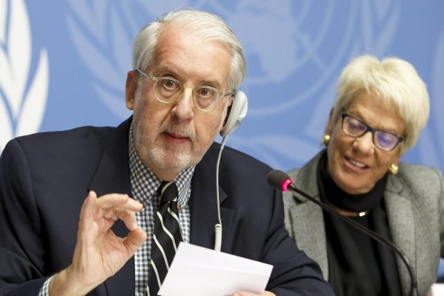 Le chef de la commission d'enquêtePaulo Pinheirosouligne dans... (AP, Salvatore Di Nolfi)