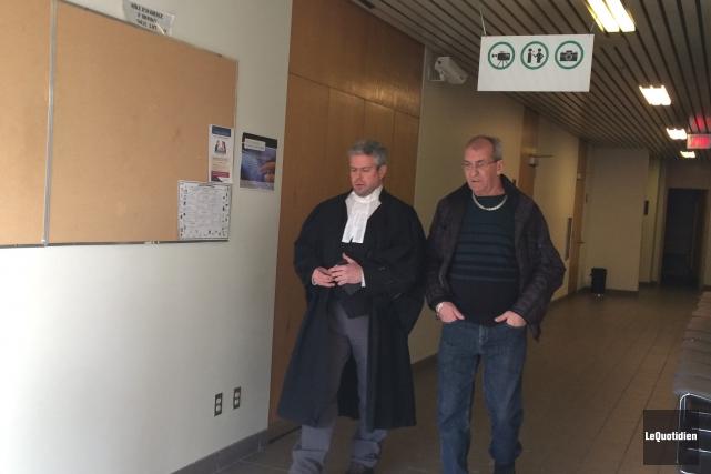 Me Charles Cantin et son client Serge Vallée... (Photo Le Quotidien, Stéphane Bégin)