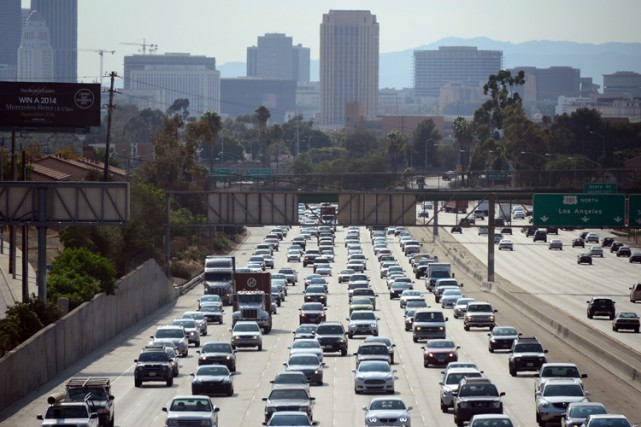 Quelque 605 000 sans-papiers résidant en Californie ont obtenu un permis de... (ARCHIVES AFP)