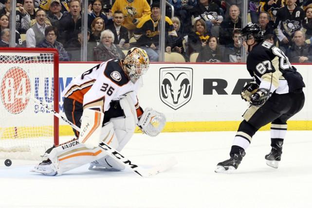Sidney Crosby a marqué deux fois en échappée alors que les Penguins de... (PHOTO REUTERS)