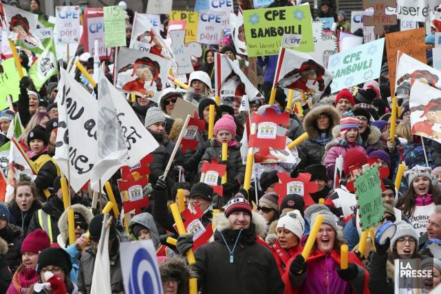 Dimanche, des milliers de personnes ont manifesté dans... (Robert Skinner, La Presse)
