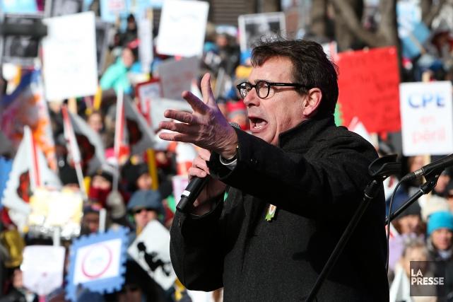 Pierre Karl Péladeau s'est adressé à la foule,... (PHOTO ROBERT SKINNER, LA PRESSE)