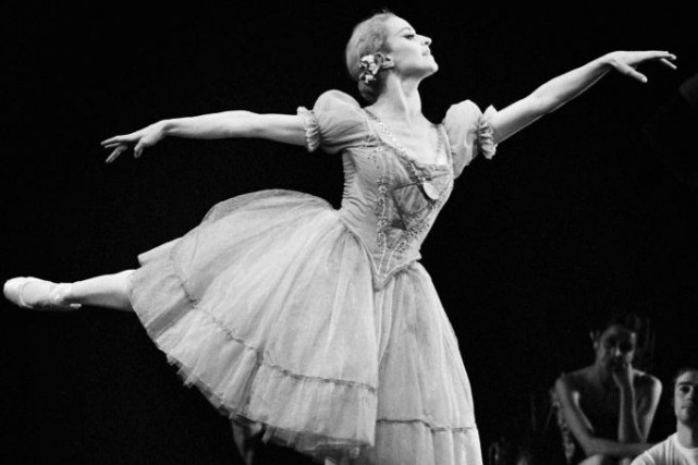 Violette Verdy dans Giselle en 1972.... (PHOTO ARCHIVES AFP)