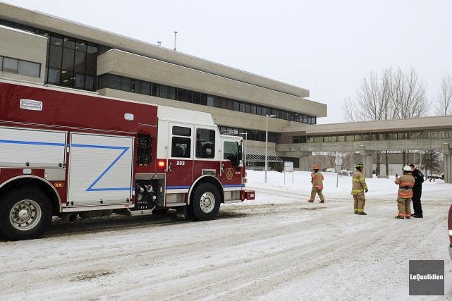 Un début d'incendie a fait un blessé mineur,... (Photo Le Quotidien, Marianne L. St-Gelais)