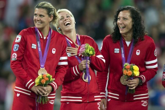 L'équipe canadienne a décroché la médaille de bronze... (PHOTO PC)