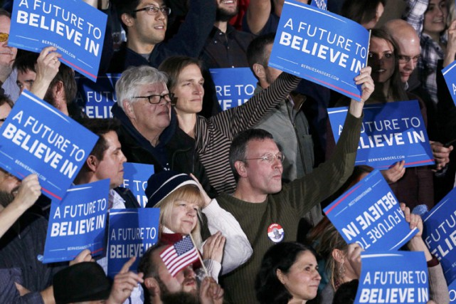 Des supporters de Bernie Sanders célèbrent à Concord,... (PHOTO REUTERS)