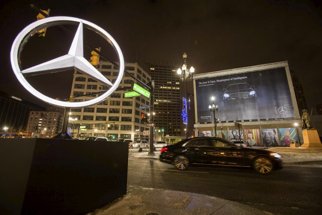 Le constructeur allemand Daimler, maison-mère de Mercedes-Benz, a annoncé mardi... (AFP, Geoff Robins)