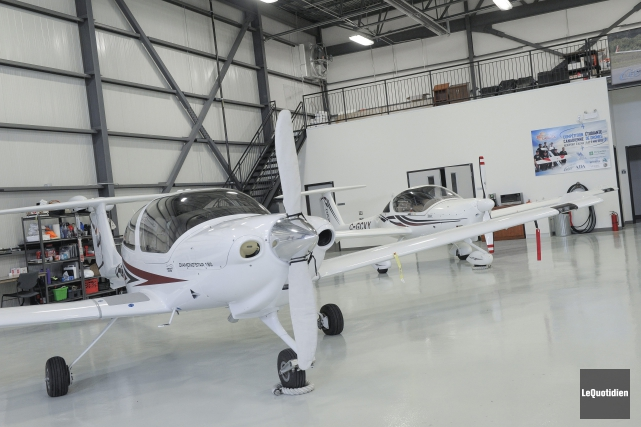 Six emplacements sont actuellement loués dans le hangar... (Photo Le Quotidien, Gimmy Desbiens)