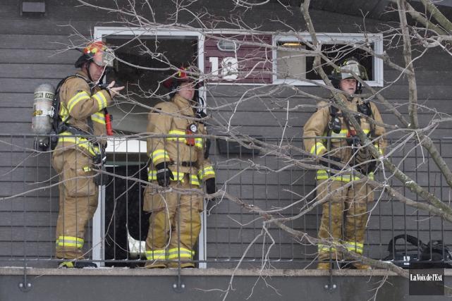 L'occupant de l'appartement où les flammes ont pris... (Alain Dion, La Voix de l'Est)