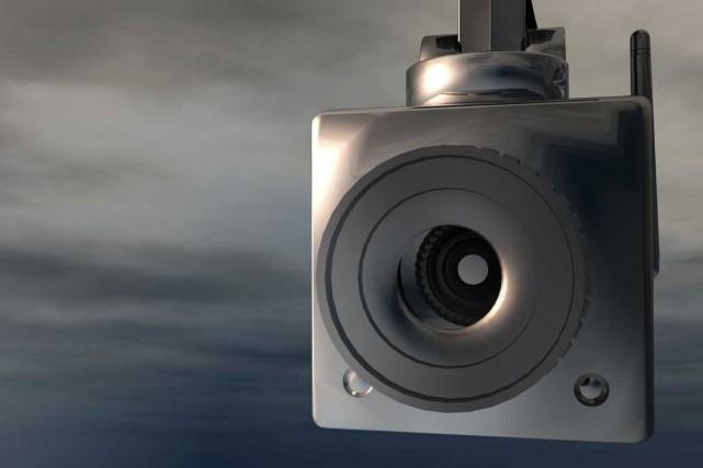 Jusqu'où peut-on aller dans les moyens de surveillance... (123RF)