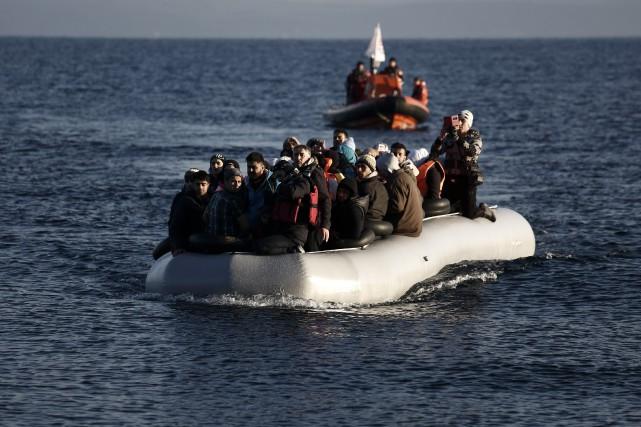 76 000 personnes sont arrivées en Europe par... (AP, Kostas Tsironis)