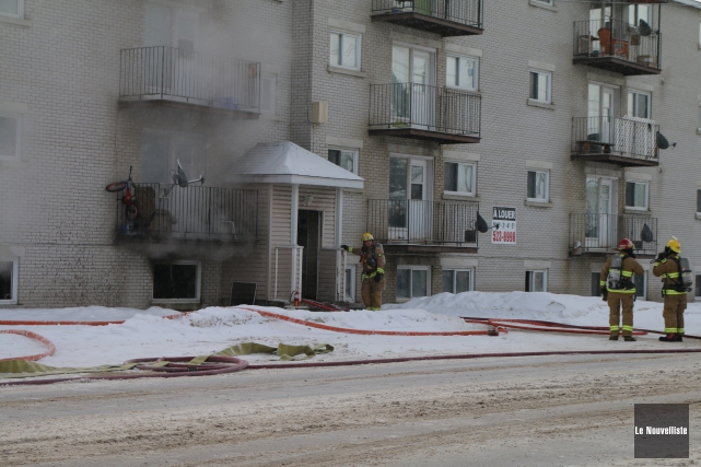 Un incendie a éclaté tôt, mercredi matin, dans... (Audrey Tremblay, Le Nouvelliste)