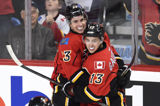 Sean Monahan et Johnny Gaudreau ont été laissés de... (Photo Candice Ward, USA Today)