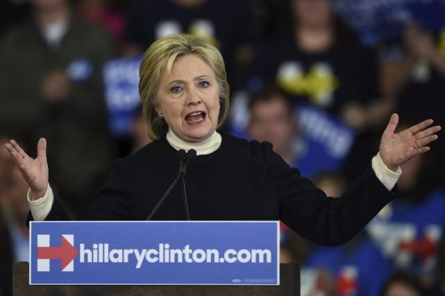 Hillary Clinton, mardi, lors des primaires au New... (AFP, Don Emmert)