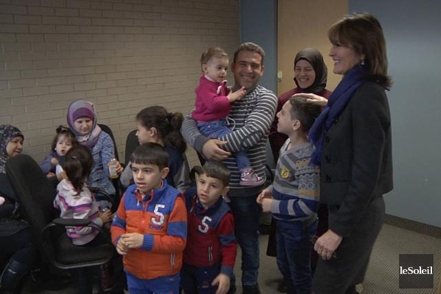 La ministre Kathleen Weila rencontré quelques familles de... (Le Soleil, Frédéric Matte)