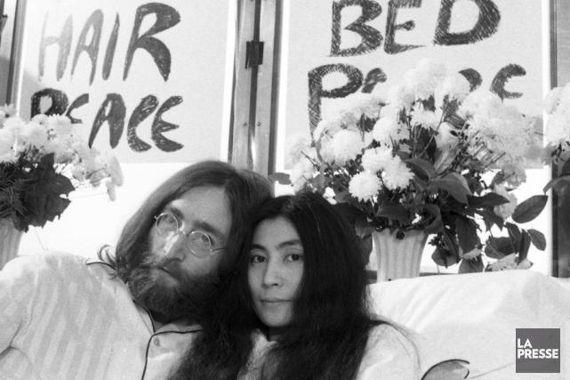 John Lennon et Yoko Ono lors du célèbre... (archives La Presse)
