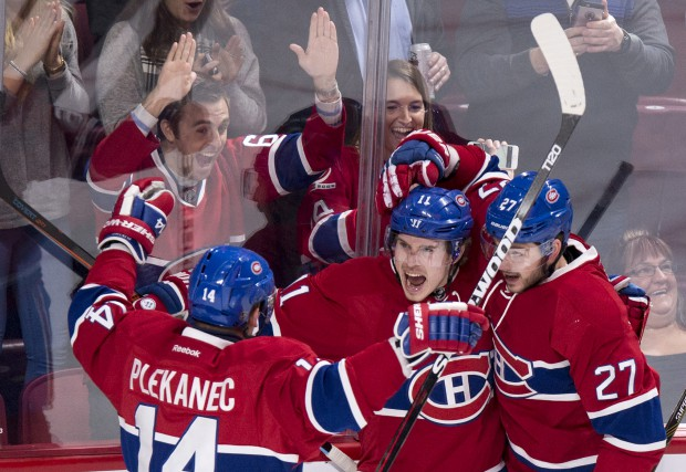 Brendan Gallagher célèbre son but avec Tomas Plekanec... (La Presse Canadienne, Paul Chiasson)
