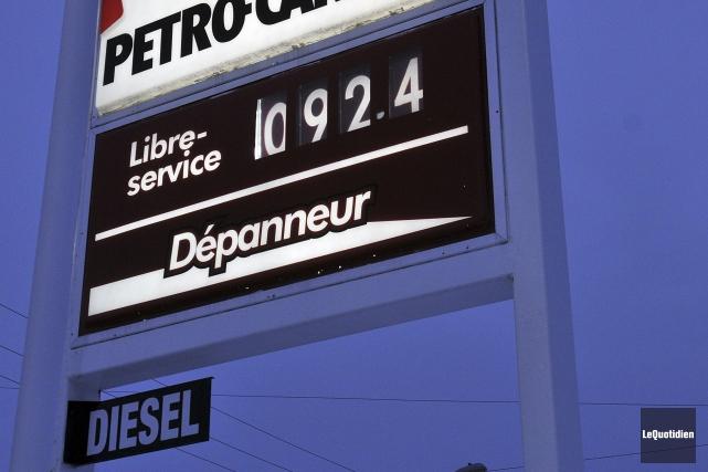 Le prix de l'essence était de 92,4 sous... (Photo Le Quotidien, Rocket Lavoie)