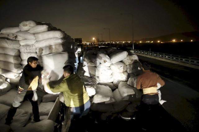 Des travailleurs de retour du complexe industriel intercoréen... (PHOTO KIM HONG-JI, REUTERS)