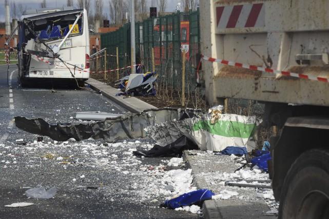 Six jeunes sont morts dans l'accident impliquant leur... (Photo Agence France-Presse, Xavier Leoty)