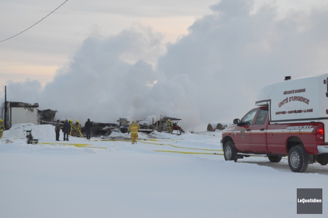 Un incendie a ravagé une maison mobile du... ((Photo Le Quotidien Louis Potvin))