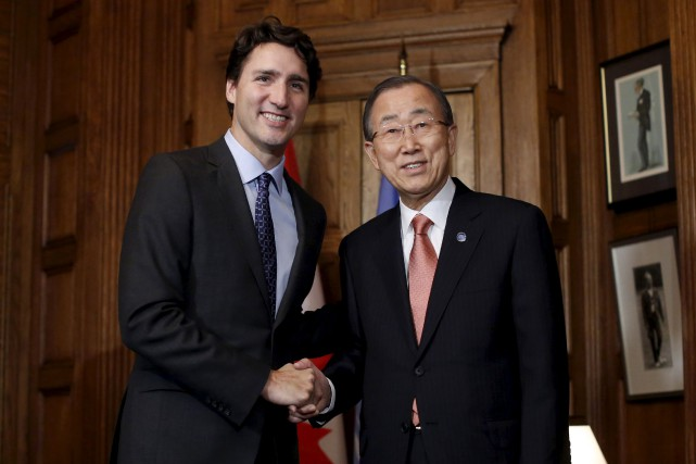 Justin Trudeau et Ban Ki-moon... (PHOTO CHRIS WATTIE, REUTERS)