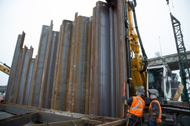 «Les investissements publics en infrastructures donnent du travail... (Photo Martin Tremblay, archives La Presse)