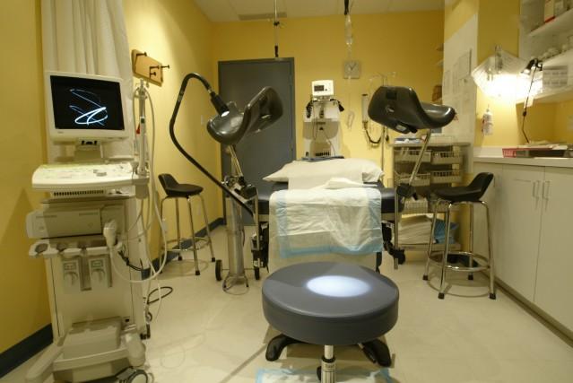 «Devrons-nous demander aux cliniques d'obtenir des injonctions à... (PHOTO ANDRÉ TREMBLAY, ARCHIVES LA PRESSE)