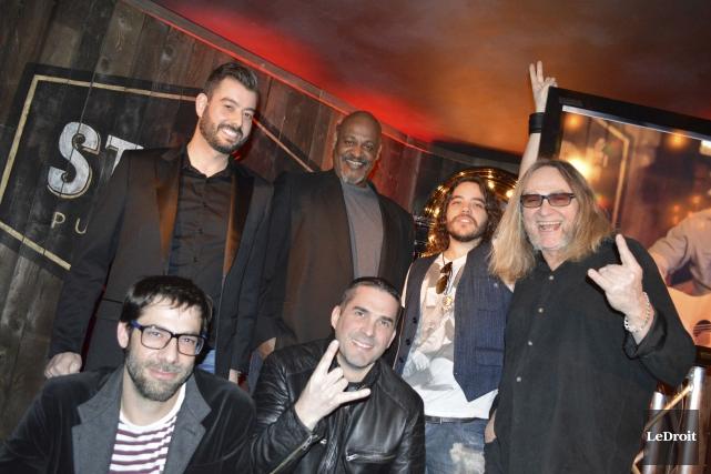 Le propriétaire Yan Montagne était accompagné des artistes... (Benoit Sabourin, LeDroit)