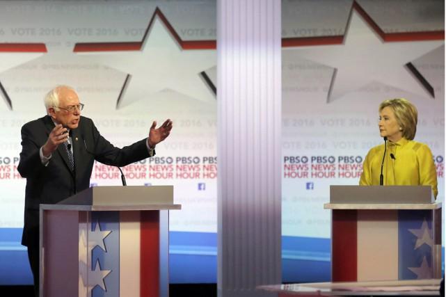 Le Sénateur démocrate Bernie Sanders répond à l'ancienne... (Photo Jim Young, Reuters)