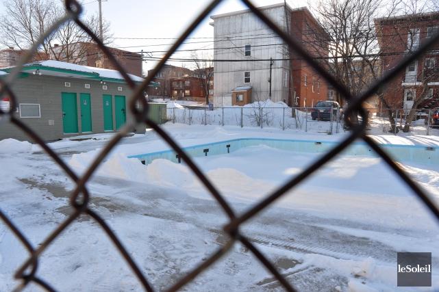 Désuète, la piscine du quartier Saint-Thomas a subi... (Photothèque Le Soleil, Caroline Grégoire)