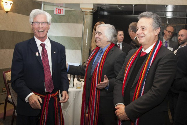 Jim Carr, ministre des Ressources naturelles du Canada,... (PHOTO CNW)