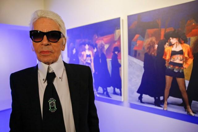 Le designer Karl Lagerfeld avait visité l'exposition qui... (PHOTO ARCHIVES AFP)